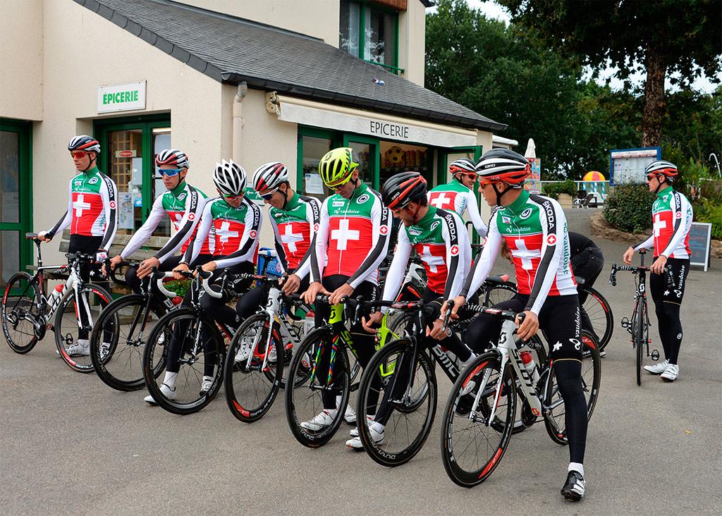 L'équipe suisse de cyclisme au domaine Mané Guernehué